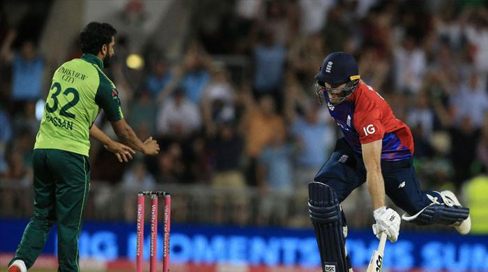 England edge Pakistan by 3 wickets to clinch T20I series