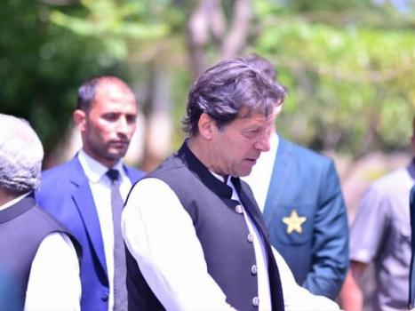 'Lead from the front', PM Imran advises skipper Sarfraz