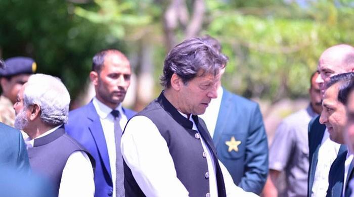 'Lead from the front', PM Imran advises skipper Sarfraz