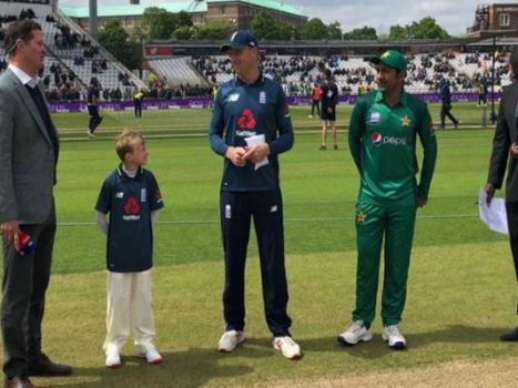 Pakistan sent into bat by England in fourth ODI