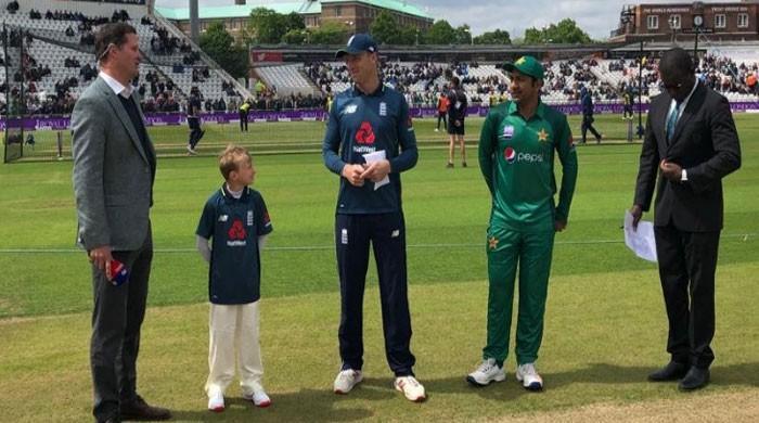 Pakistan sent into bat by England in fourth ODI