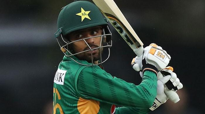 Pakistan fail to build on Babar ton as Curran takes four