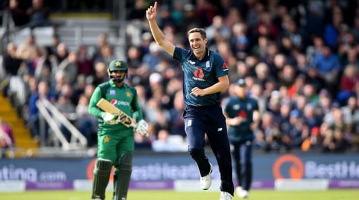 Five-wicket Woakes wraps up England rout of Pakistan