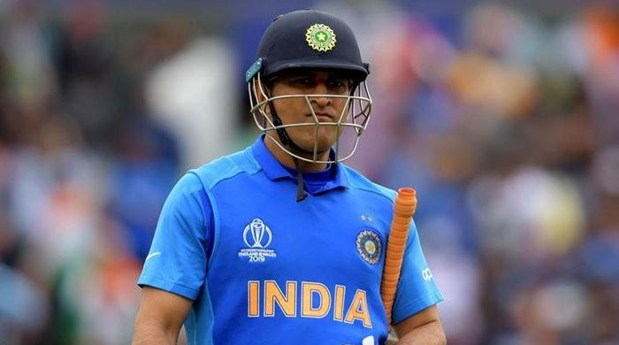 Indian army chief grants Dhoni permission to train with troops in IoK