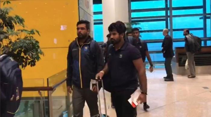Sri Lanka team mark return of Test cricket as team lands in Pakistan
