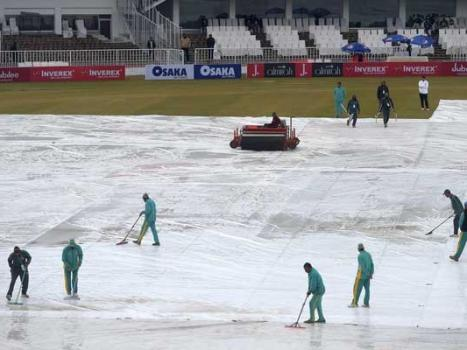 Bad light halts third day play in Pakistan, Sri Lanka´s stop-start Test homecoming