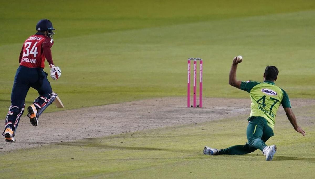 3rd T20I: Wahab Riaz caught Jordan short