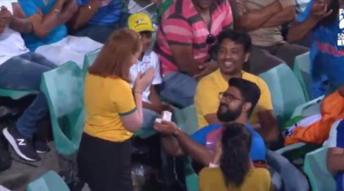 Indian fan proposes to Australian girlfriend during second ODI