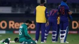 Rizwan wins the internet after offering prayers during India-Pakistan match: Watch