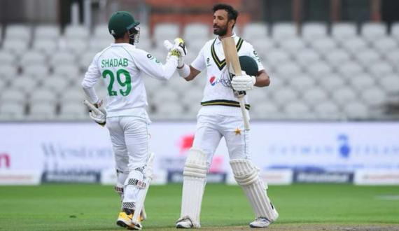 Manchester Test Pakistan England ke khilaf pehli innings mein 326 runs par out