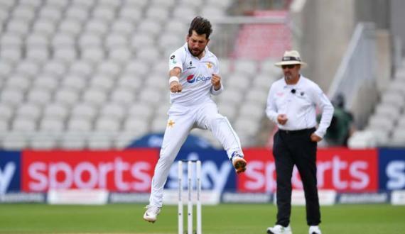 england 219 runs par out Pakistan ko 107 runs ki bartari