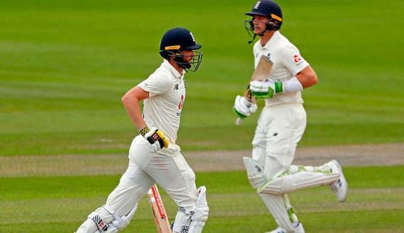 Manchester test England ne Pakistan ko 3 wickets se hara diya