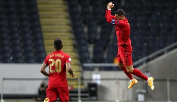 Christiano Ronaldo ne International goals ki century mukammal kar li