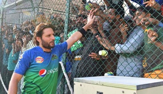 stadium mein fans kay bagair cricket adhori hai shaiqen ki kami mehsos hogi afridi