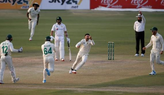pindi test mein pakistan team mushkilat ka shikar