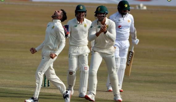 pindi test ka dosra roz pakistan team bohran ka shikar