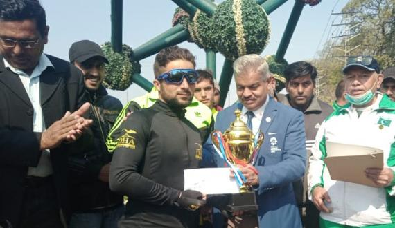 lahore Syed Aqib won Kashmir Day Cycle Race